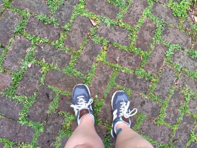 garden-district-feet